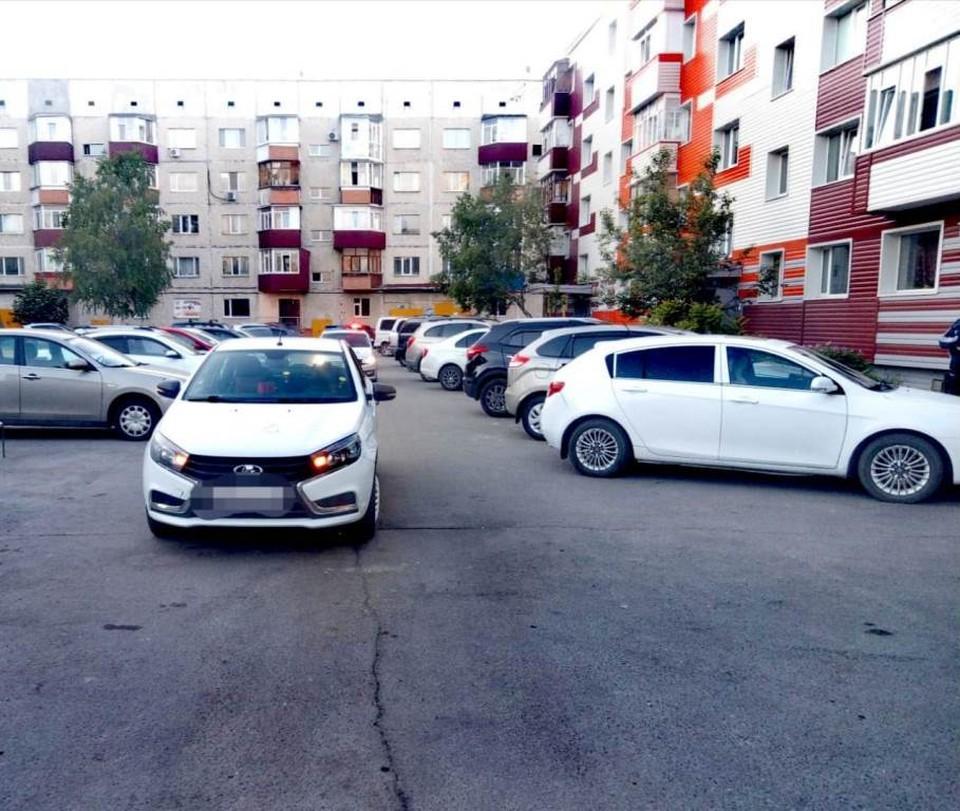 Во дворе в Сургуте водитель автомобиля сбил мальчика на самокате Фото: УГИБДД УМВД России по ХМАО – Югре