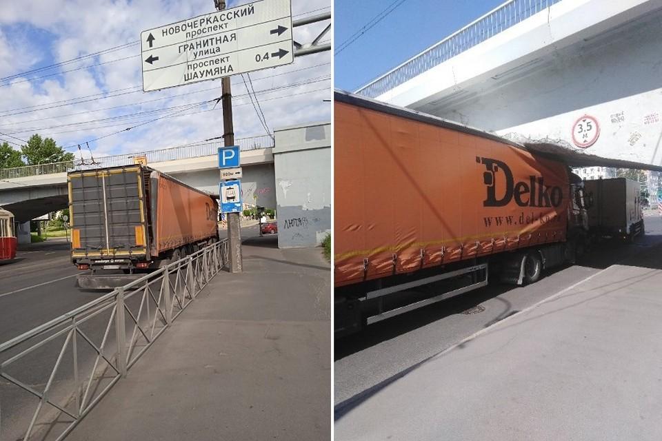Знаки ограничения по высоте не спасают мост от ударов кузовов. Фото: vk.com/spb_today