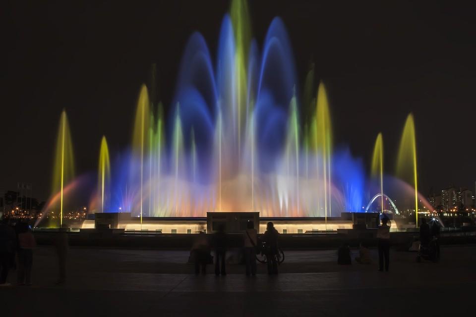 Технология голограмм на фонтане воды известно уже давно