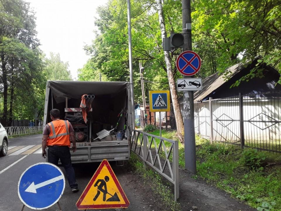 Возле входа в один из тульских детских лагерей запретили парковку