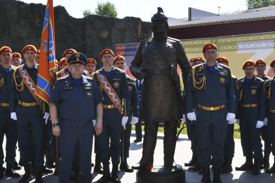 В Иркутске открыли памятник первому брандмайору Александру Домишкевичу