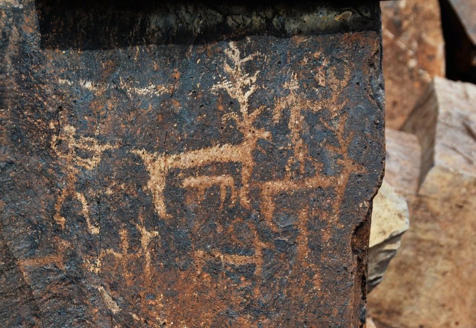 Древние петроглифы Архарлы.