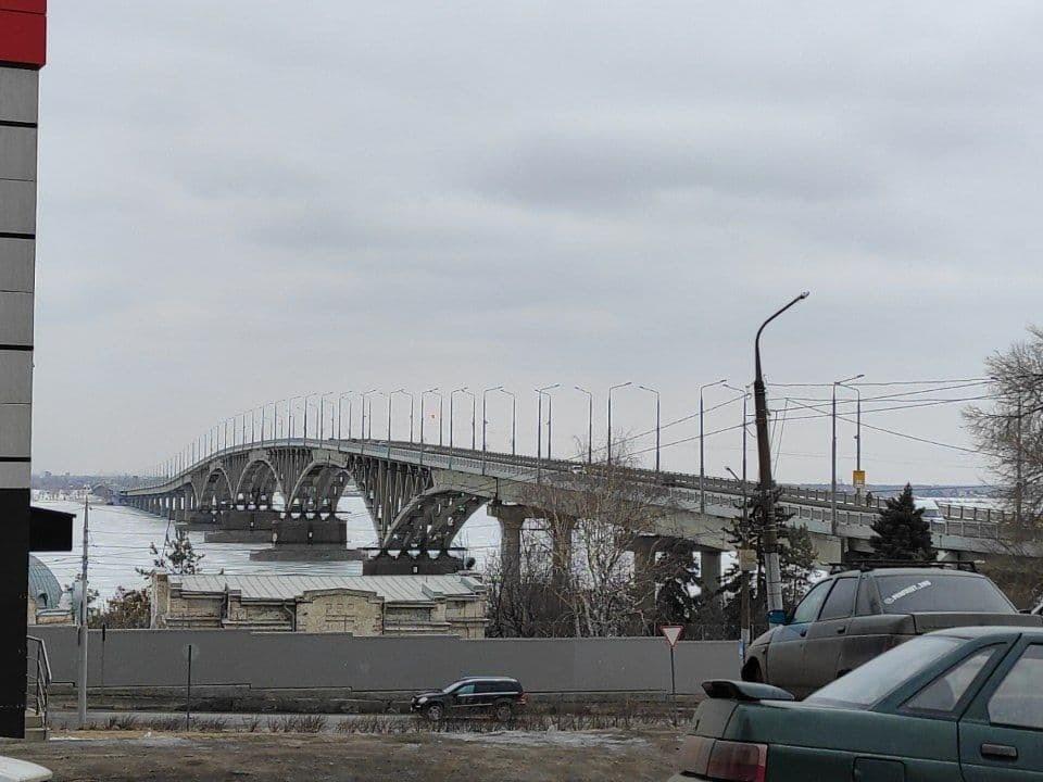 На мосту между Саратовом и Энгельсом начался ремонт опор