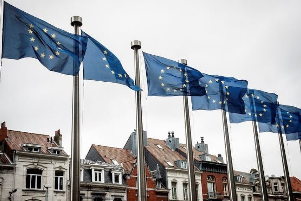 Совет ЕС утвердил снятие ограничений на поездки обладателям ковид-паспортов