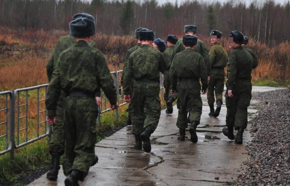 """""""Дедовщину"""" в армии никак не могут искоренить. Часто она приводит к трагедиям."""