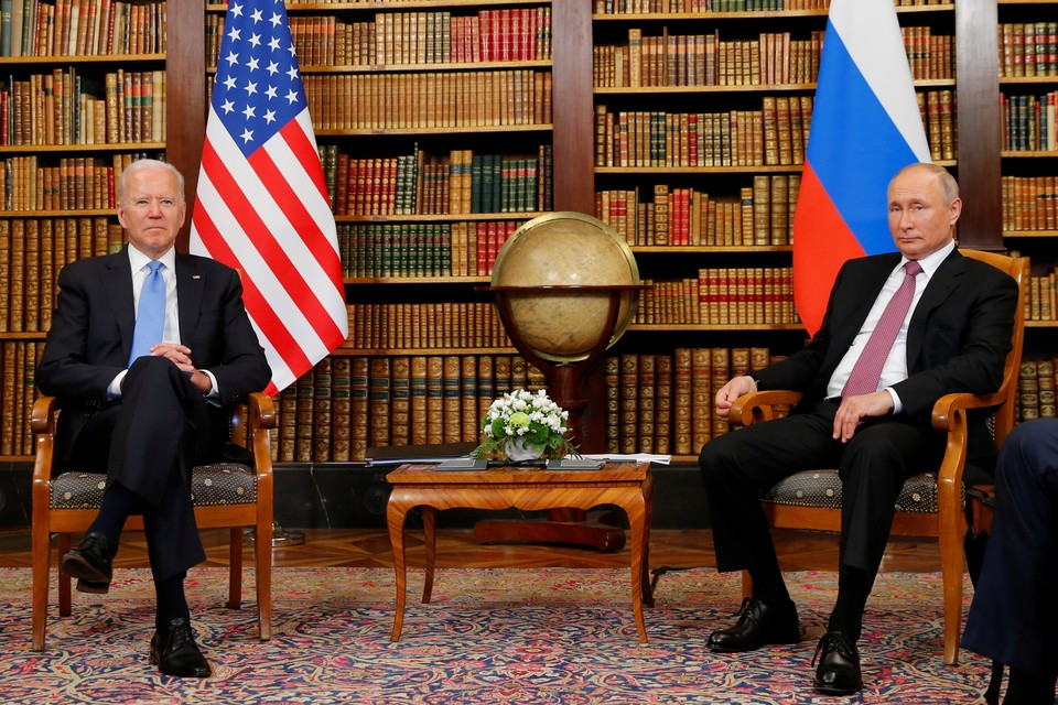 Президент России Владимир Путин и президент США Джо Байден перед началом переговоров в Женеве.