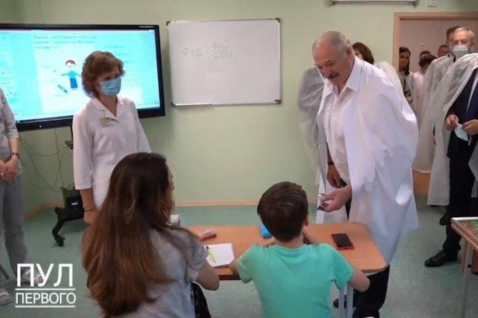 """Лукашенко пообещал мальчику, что будет его глюкозой, когда тот вырастет. Фото: скриншот с видео """"Пул Первого"""""""