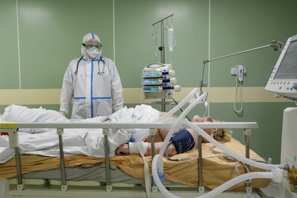 Индийский штамм коронавируса - одна из причин стремительного роста заболеваемости в Петербурге.
