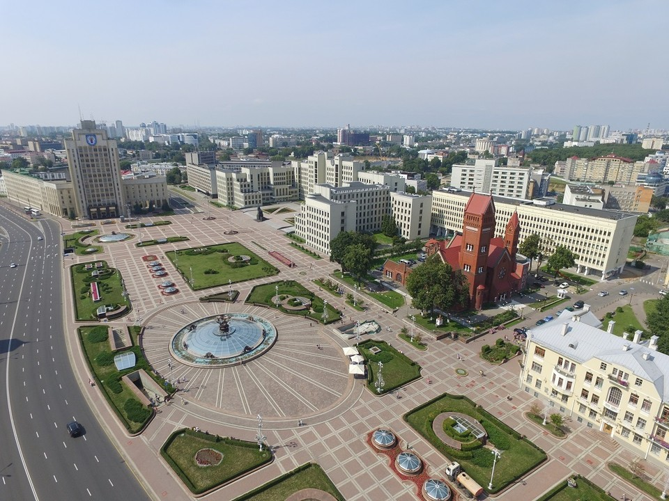Современный вид площади Независимости. Хотя изначально она планировалась совершенно другой.