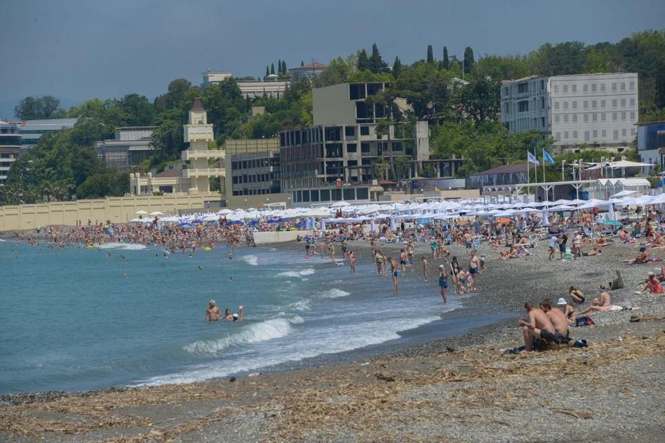 В Сочи сейчас много туристов, но отельеры хотят еще больше