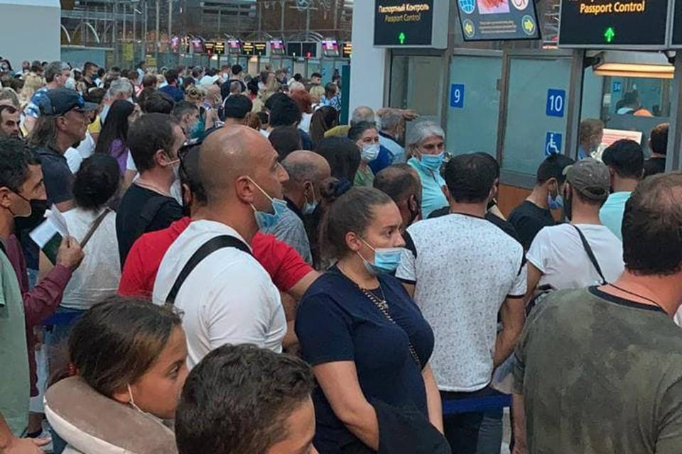 Пассажиры в Шереметьево.