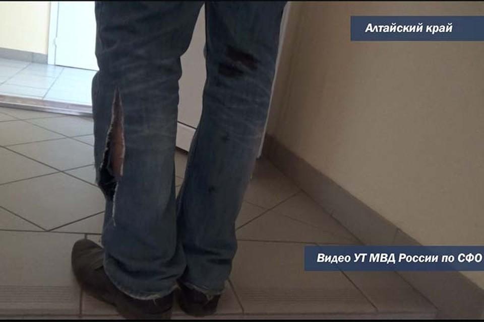 Пострадавший (фото: скриншот видео Алтайского линейного управления МВД России)