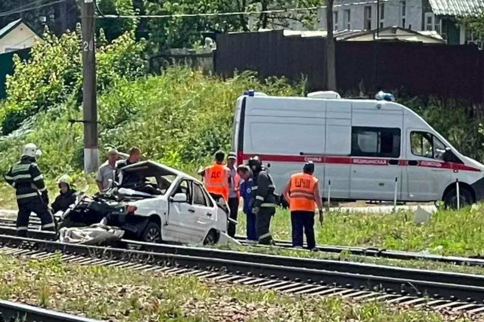 Сбой движения электричек в Приозерском направлении Ленобласти произошел из-за столкновения тепловоза с автомобилем
