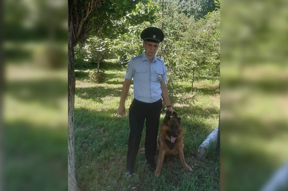 Кинолог, прапорщик полиции Сергей Чупов и его собака Оскар