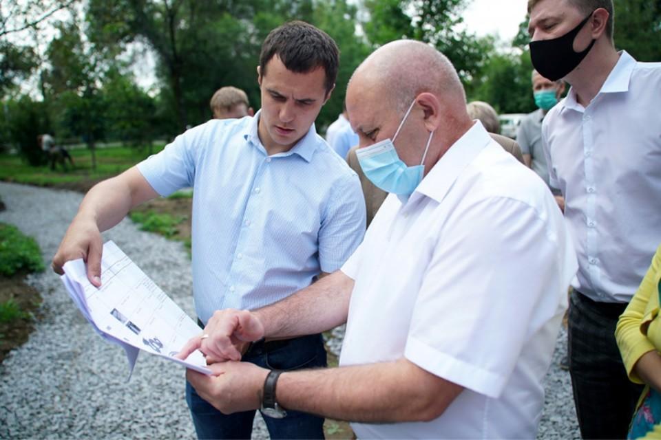 Глава города Сергей Кравчук накануне посетил площадки и проверил ход работ по благоустройству