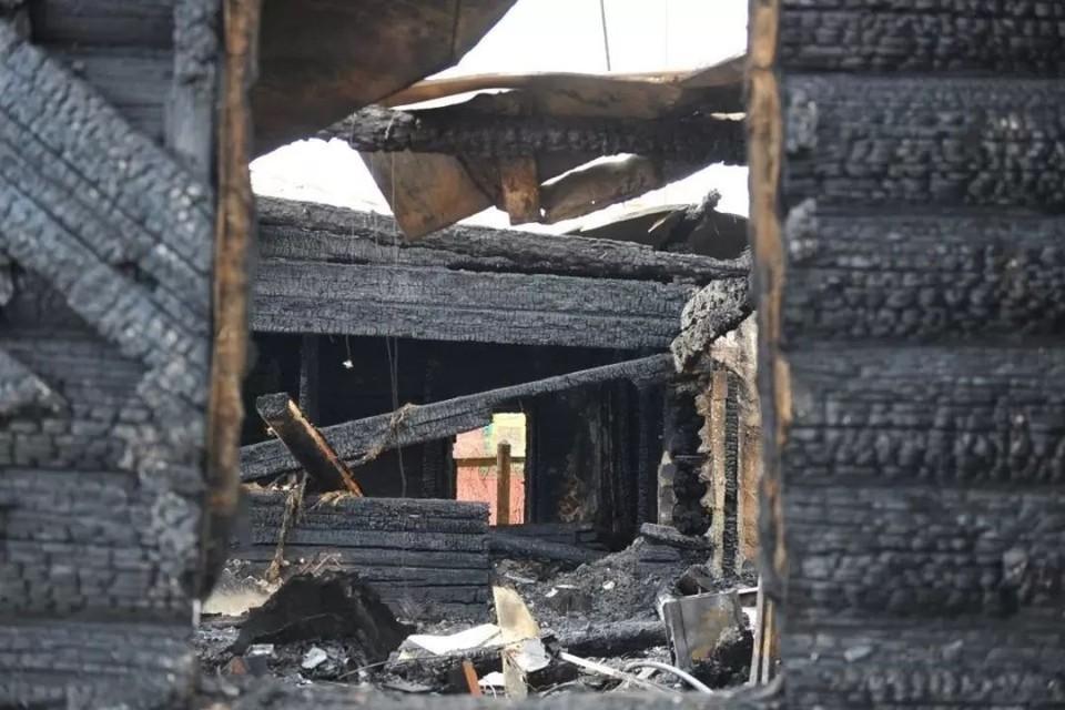 Огонь вспыхнул в доме на улице Октябрьской.