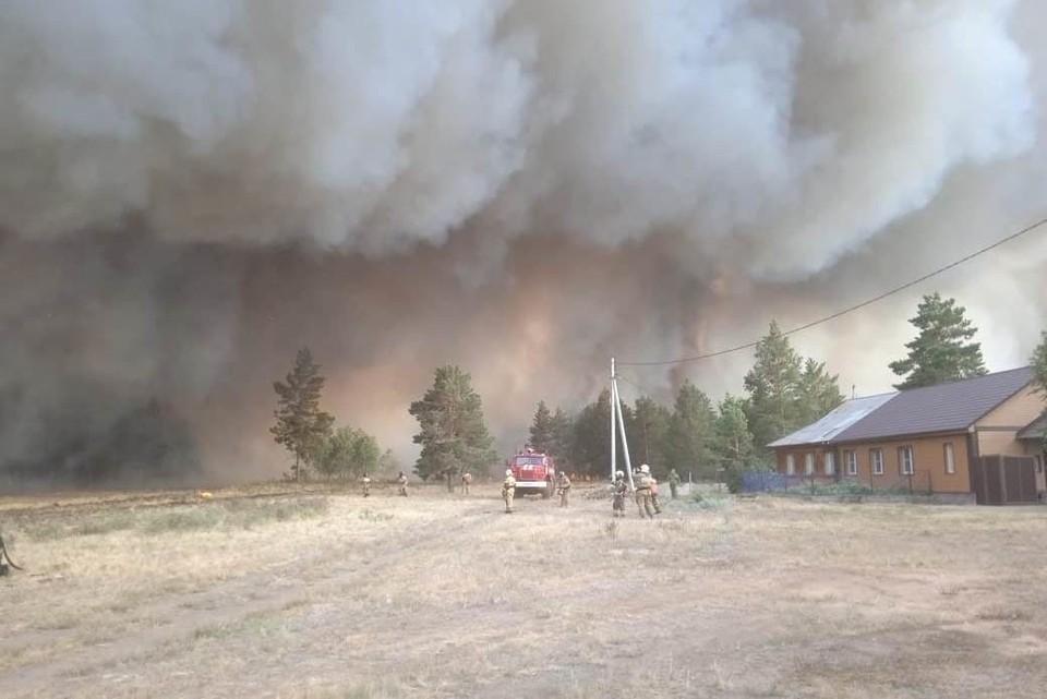 В Джабыке горят дома. Фото: пресс-служба ГУ МЧС по Челябинской области.