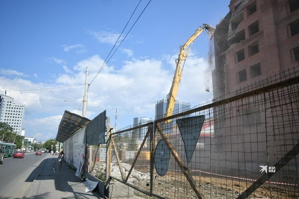 Планируется, что на освободившейся территории возведут одноэтажный торгово-офисный центр