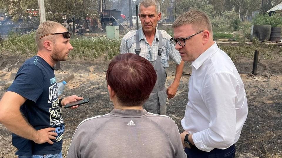 Сегодня губернатор Алексей Текслер рассказал президенту страны о борьбе с лесными пожарами на юге области. Со вчерашнего дня глава региона работает в зоне ЧС. Фото: gubernator74.ru