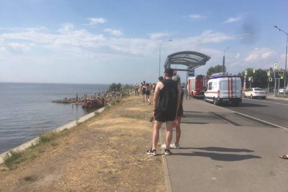 Полиция проводит проверку ЧП с перевернувшейся в Петербурге лодкой, где пострадали восемь человек