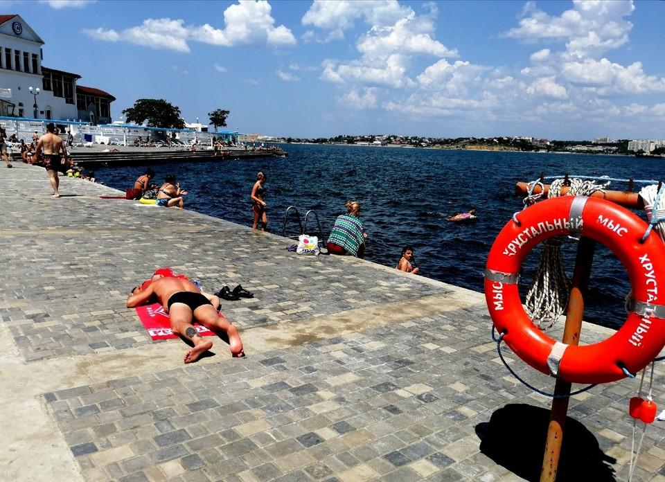 В Севастополе температура воды в Черном море +20°.