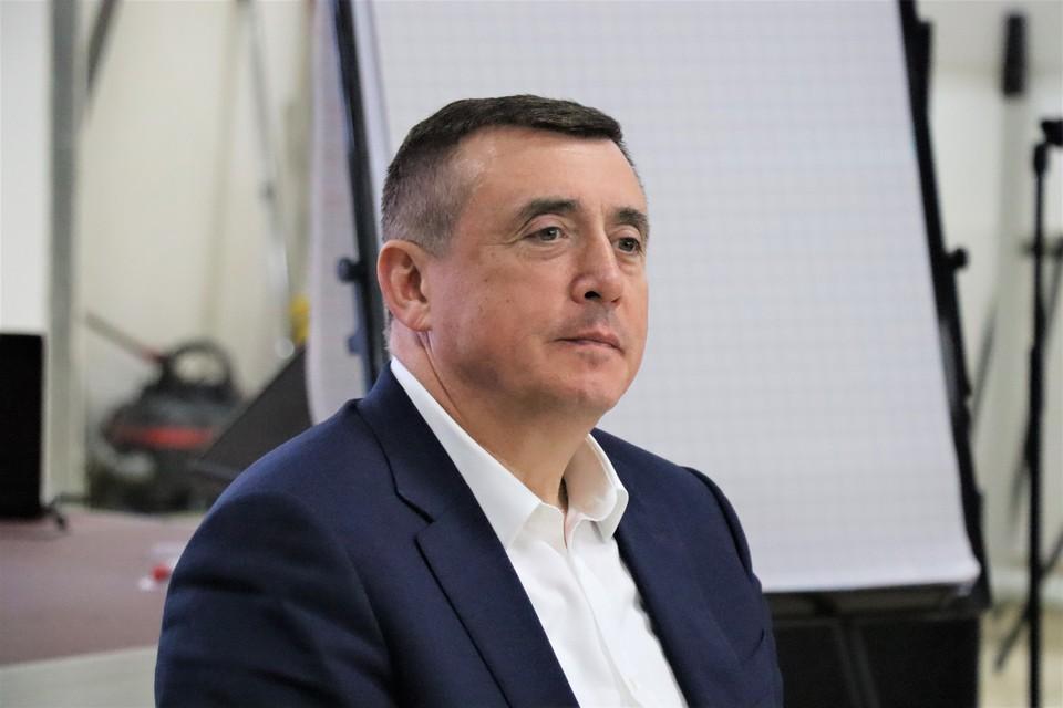 Перед началом совещания в региональном правительстве Валерий Лимаренко смотрел финал чемпионата
