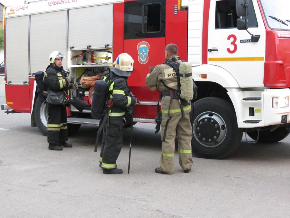 16 пожарных тушили возгорание на улице Шевченко в Смоленске. Фото: ГУ МЧС России по Смоленской области.