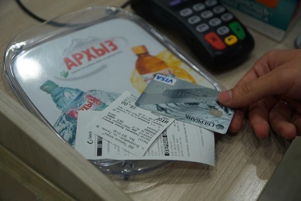 Информацию о банковской карте нельзя передавать по телефону