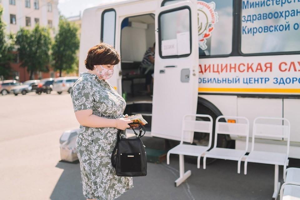 Свою работу продолжат также пункты вакцинации на Театральной площади и в парке имени Кирова. Фото: vk.com/medkirovru