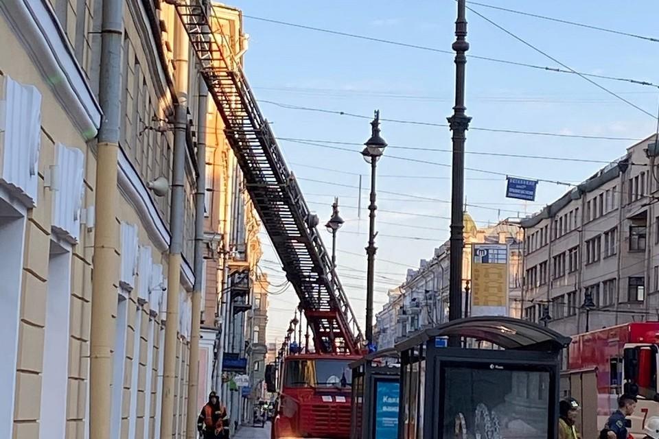 На Невском проспекте горела коммуналка. Фото: vk.com/spb_today