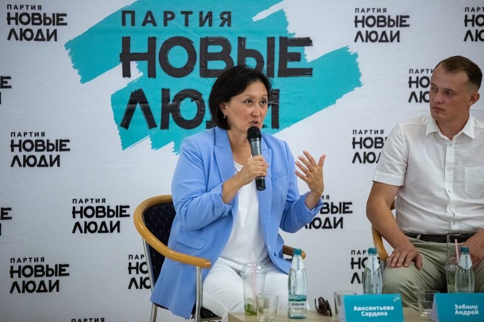 Сардана Авксентьева провела встречу с жителями Саратова. Фото предоставлено партией