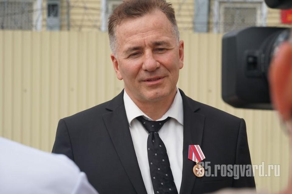 Сергею Старцеву вручили высокую ведомственную награду. Фото: пресс-служба управления Росгвардии по Сахалинской области