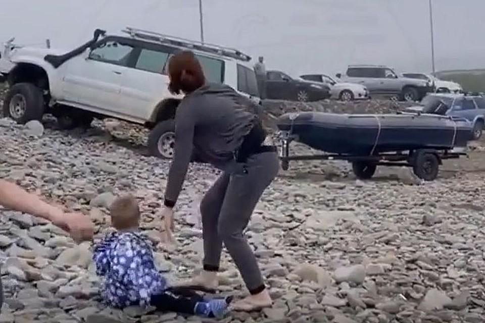 Девушка уверяет, что людям пришлось разбегаться.