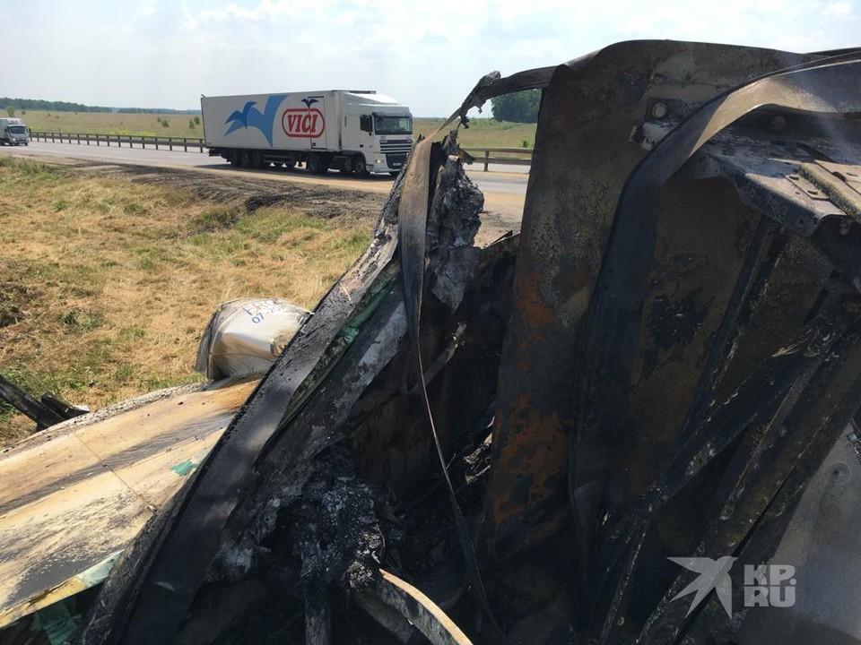 Опубликовано видео с места ДТП под Рязанью, в котором сгорела фура.