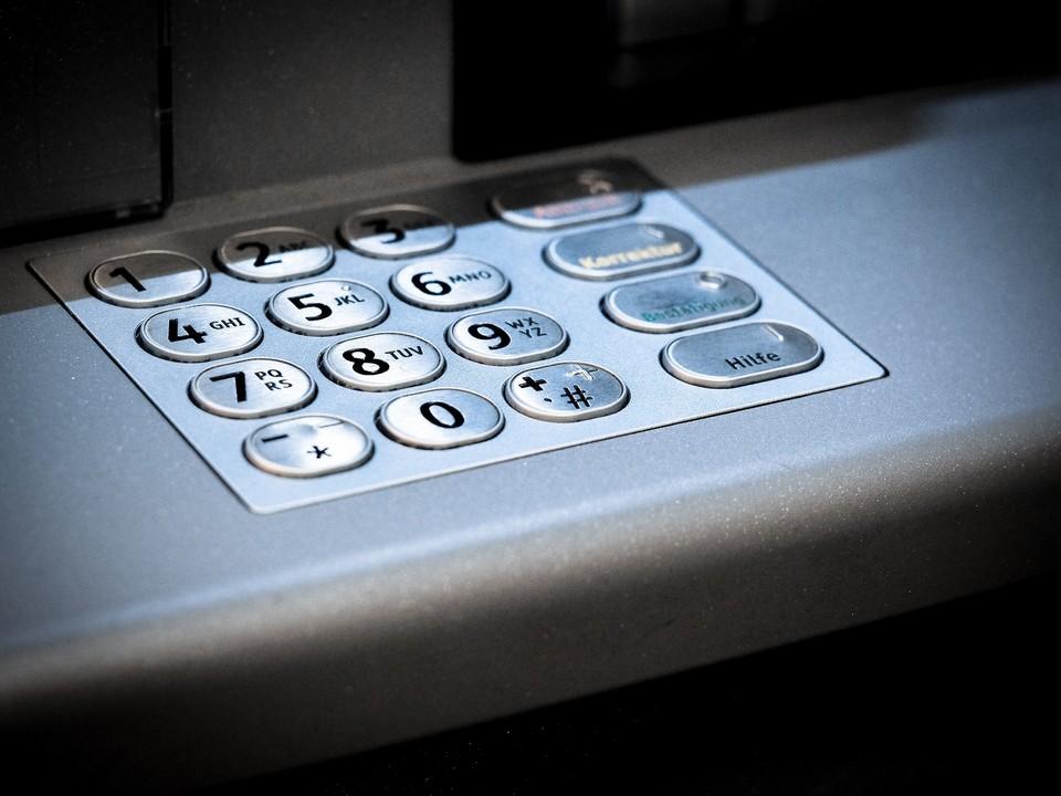 Пенсионерка из Нижневартовска перевела аферистам личные и кредитные деньги Фото: pixabay.com