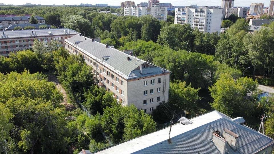 В Тюмени МКД №28 по улице Жуковского признали аварийным.