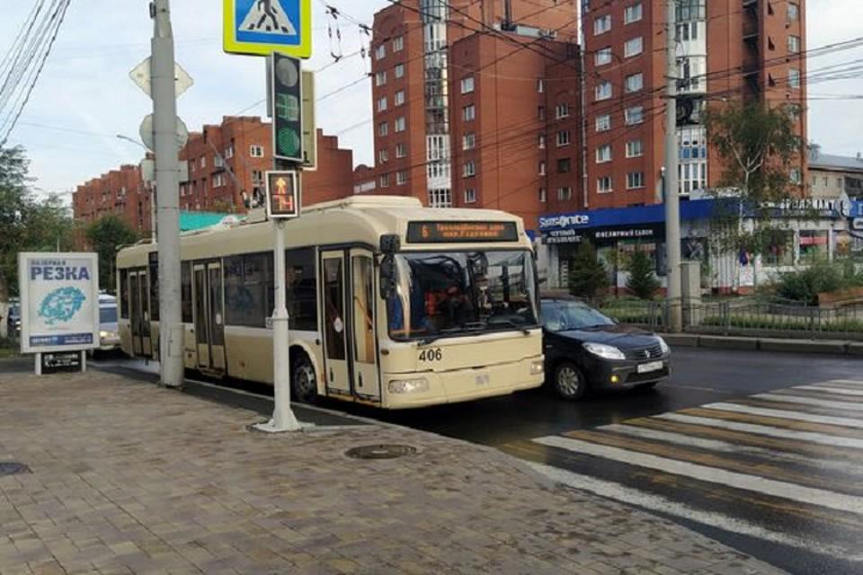 Томичи, если хотите передвигаться по городу на троллейбусах в выходные беспрепятственно, помните, что маршруты некоторых номеров скорректированы. Фото пресс-службы горадминистрации.