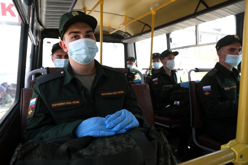 В армию сегодня отбирают самых здоровых, спортивных и образованных юношей