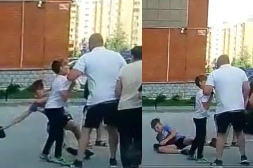 Удар был такой силы, что школьник упал на асфальт. Фото: скриншот из видео