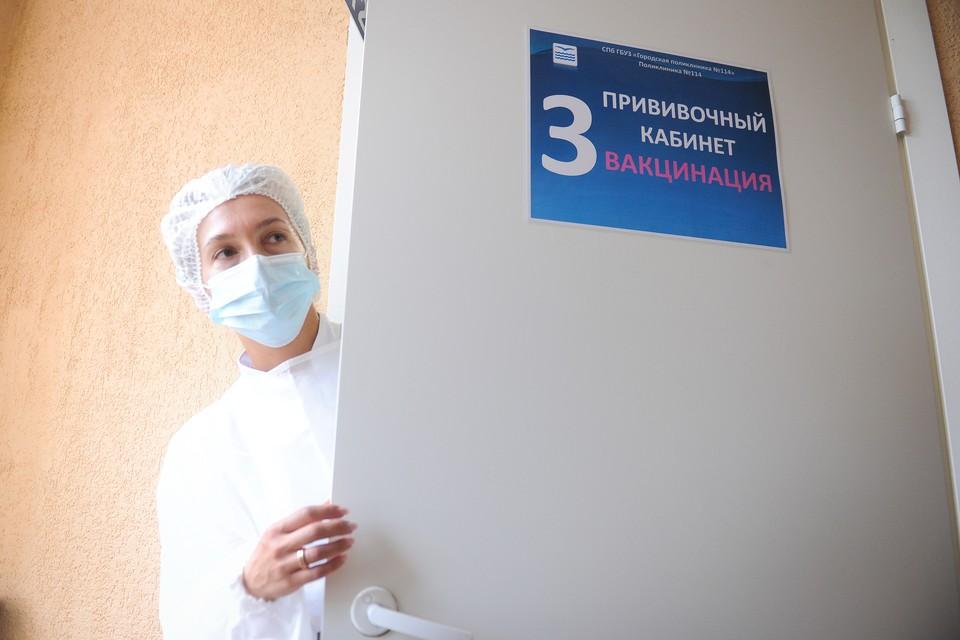 Ревакцинация от коронавируса началась в Санкт-Петербурге на прошлой неделе.