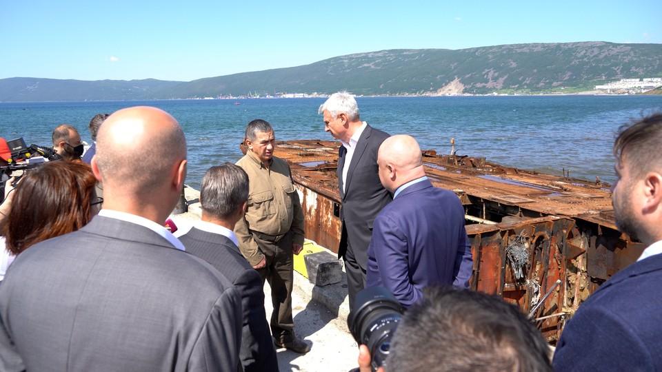 Губернатор Магаданской области доложил вице-премьеру о работе по подъему затонувших судов