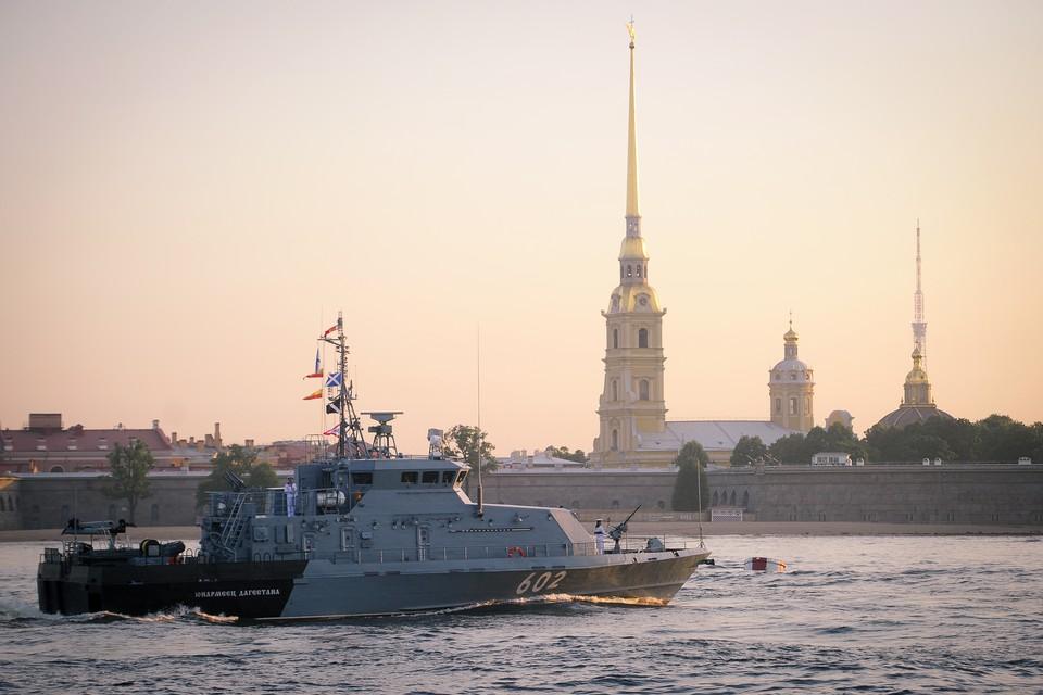 Репетиции морского парада ограничат движение в центре Петербурга.