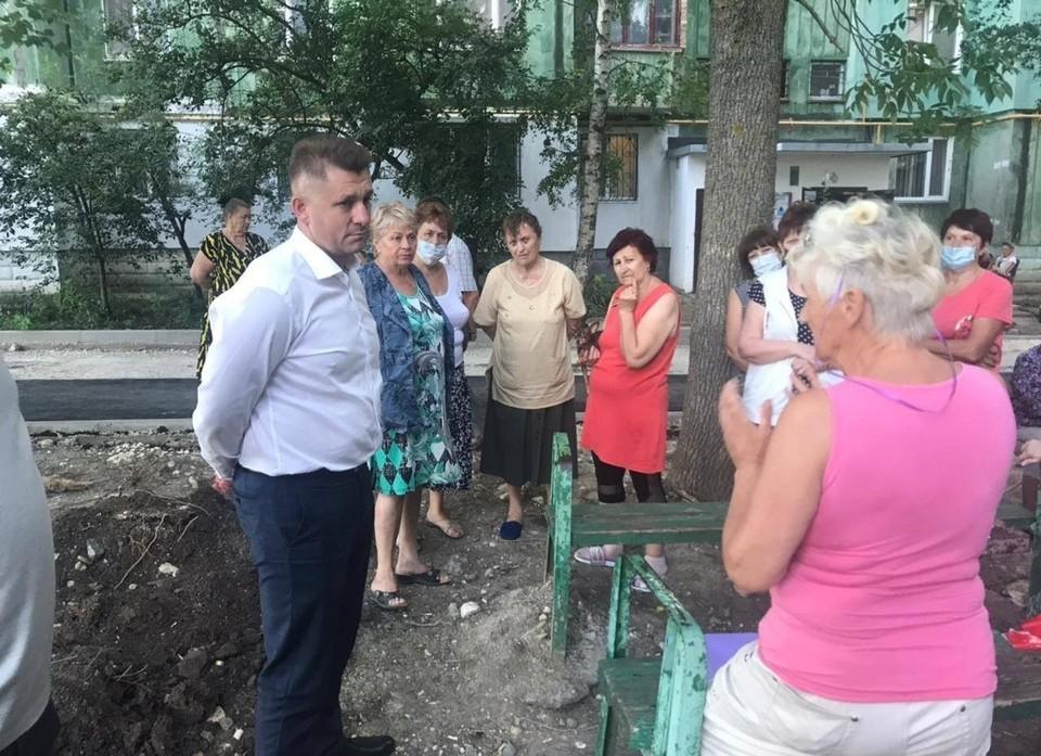 Руководитель Симферополя пообщался с жителями улицы Ковыльной. Фото: Валентин Демидов / Facebook