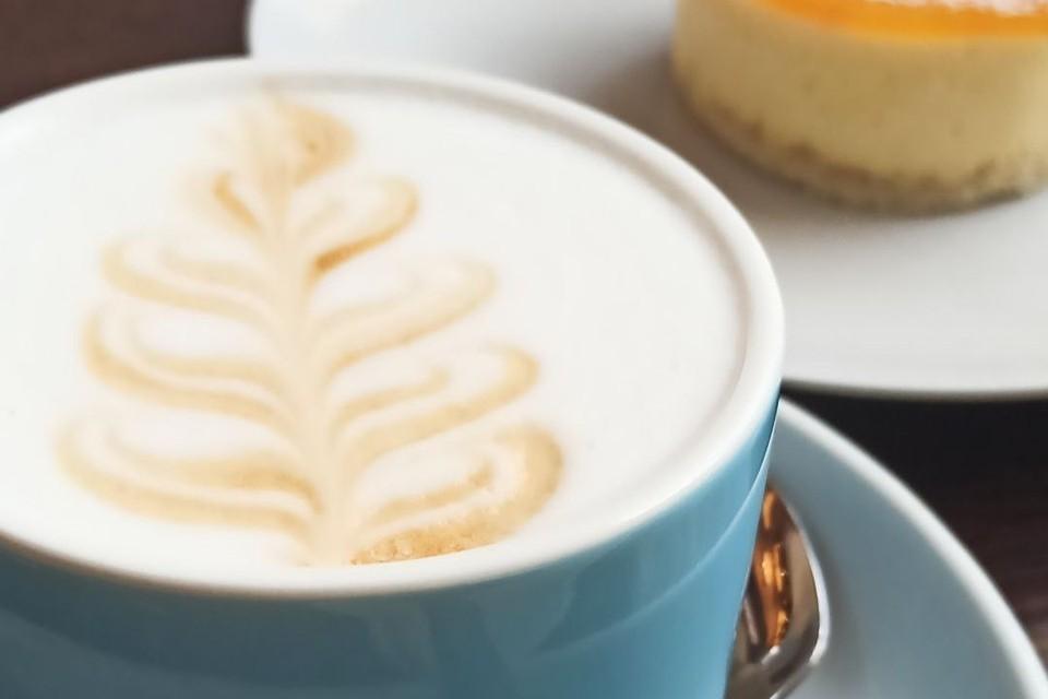 1-2 чашки натурального кофе в первой половине дня не запрещается