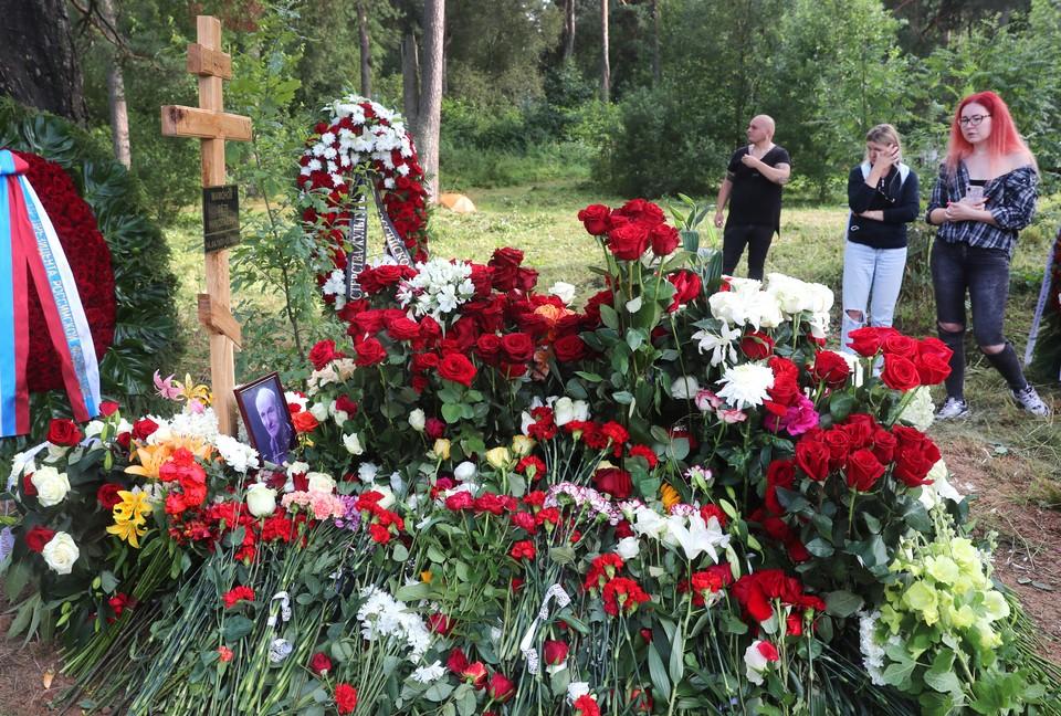 Петра Мамонова похоронили на кладбище в подмосковном городе Верея. Фото: Сергей Фадеичев/ТАСС