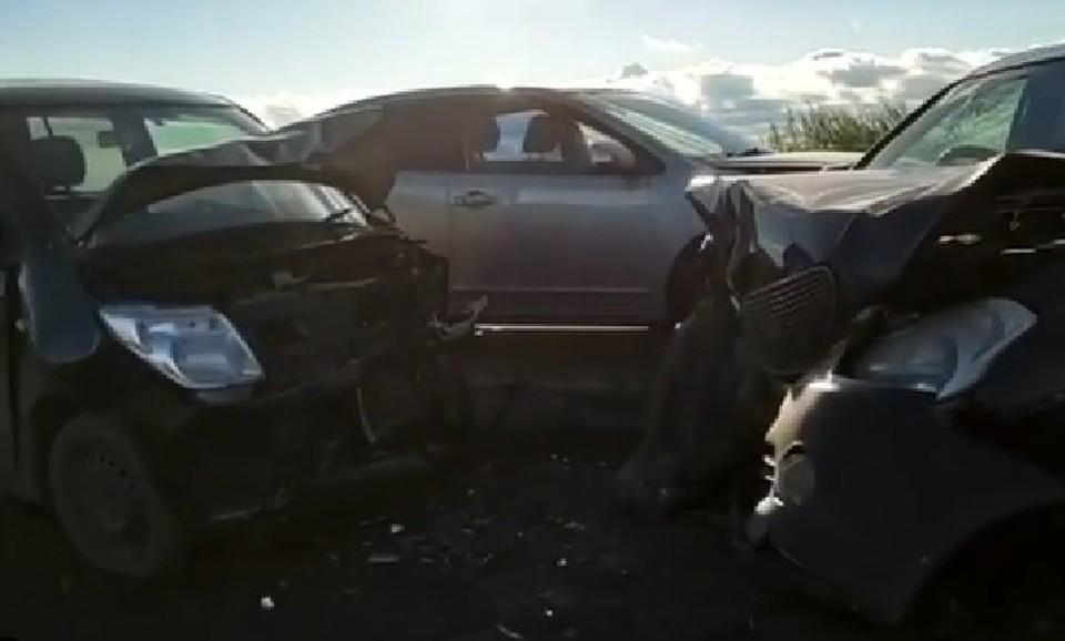 В ДТП с участием трех автомобилей пострадали две женщины в Иркутском районе. Фото: @gibdd.38