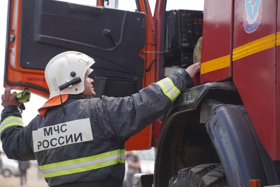 Прибывшие на место происшествия пожарные снаружи дома признаков открытого горения не обнаружили.