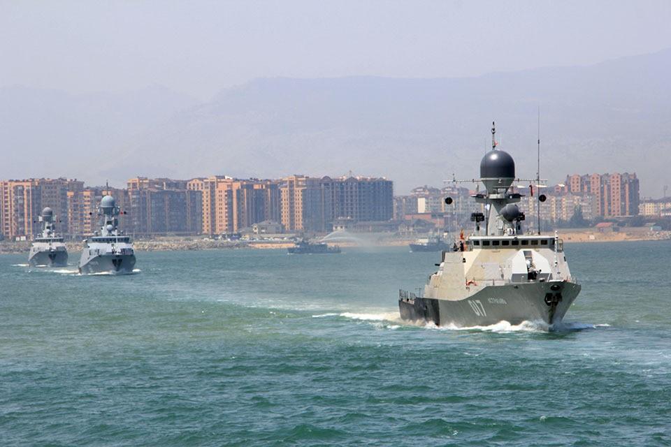 Военнослужащие Каспийской флотилии продемонстрируют во время парада порядка 10 эпизодов розыгрышей боевых действий