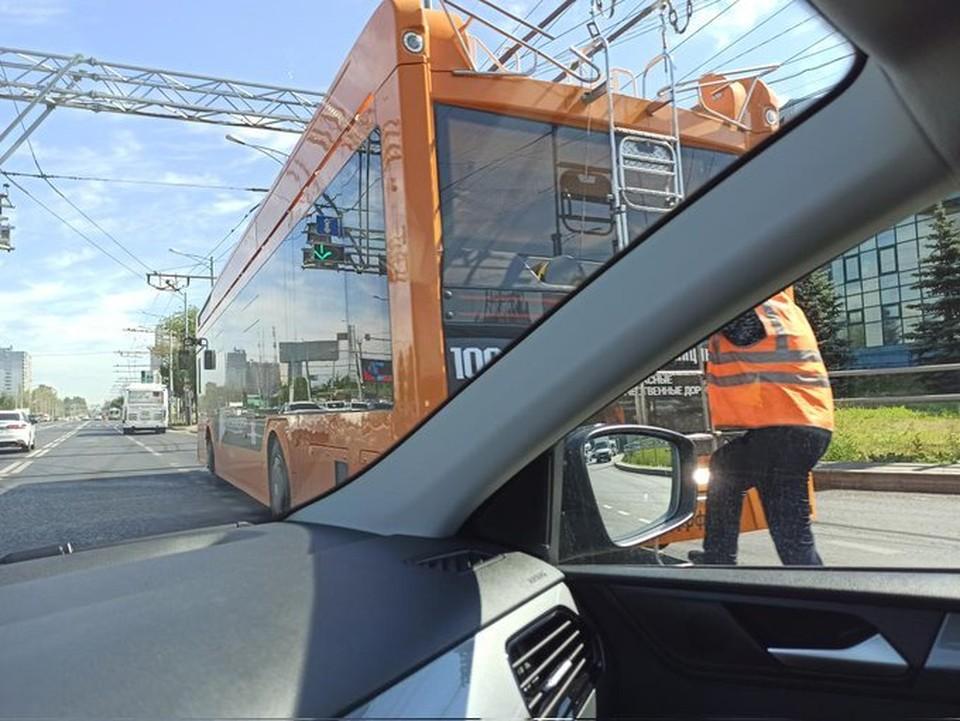 """Самарцы заметили, что водители очень часто """"дергают рога"""" новых троллейбусов"""