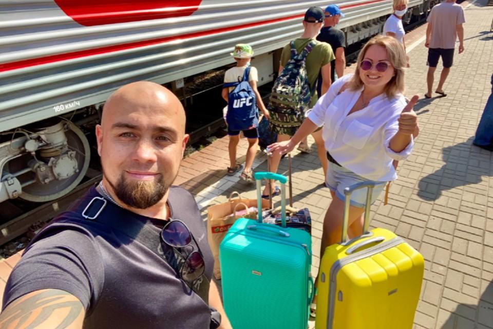 С собой они взяли палатку и спальники - планируют отдыхать на берегу Белого моря. Фото: zen.yandex.ru/nesiditsya